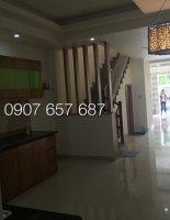 Cần bán gấp nhà 3 lầu, 4 phòng ngủ, DT 4m x 15m, giá 2.65 tỷ hẻm 223 Huỳnh Tấn Phát